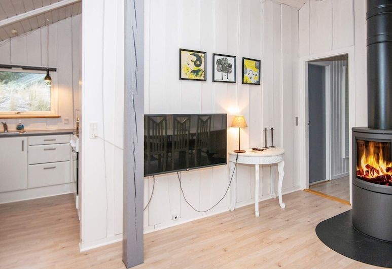 Serene Holiday Home in Ringkøbing With View of the Fjord, Ringkobing, Sala de estar