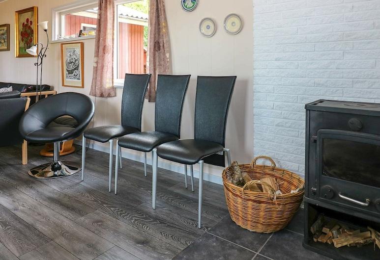 Quaint Holiday Home in Hadsund With Private Whirlpool, Hadsund, Sala de Estar