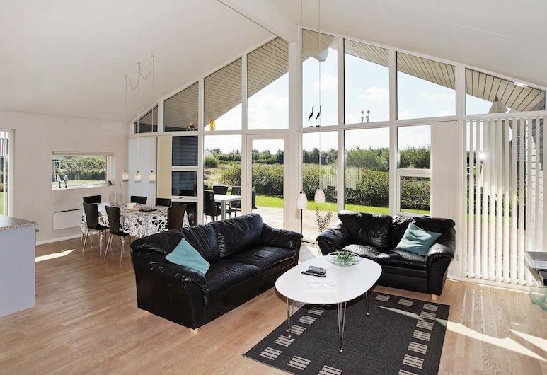 Spacious Holiday Home in Hemmet With Relaxing Whirlpool, Hemmet, Sala de estar