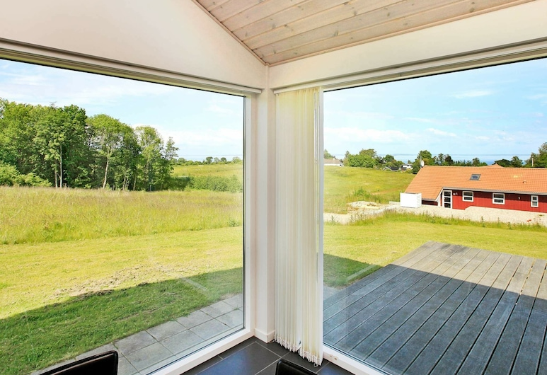 Scenic Holiday Home in Augustenborg With Private Whirlpool, Augustenborg, Izba