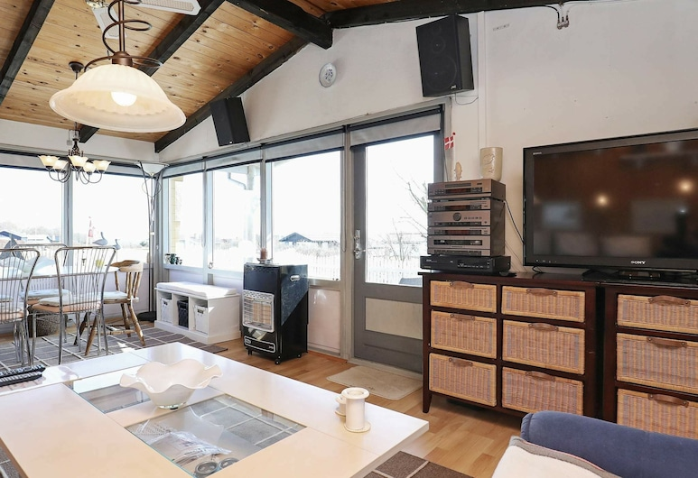 Fascinating Holiday Home in Snedsted With Terrace, Snedsted, Sala de estar