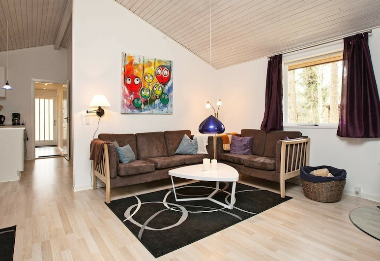 Idyllic Holiday Home in Store Fuglede Near Forest, Store Fuglede, Living Room