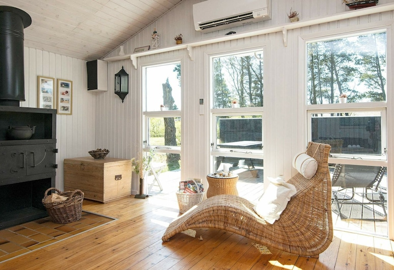 Charming Holiday Home in Nørre Nebel Amidst Nature, Norre Nebel