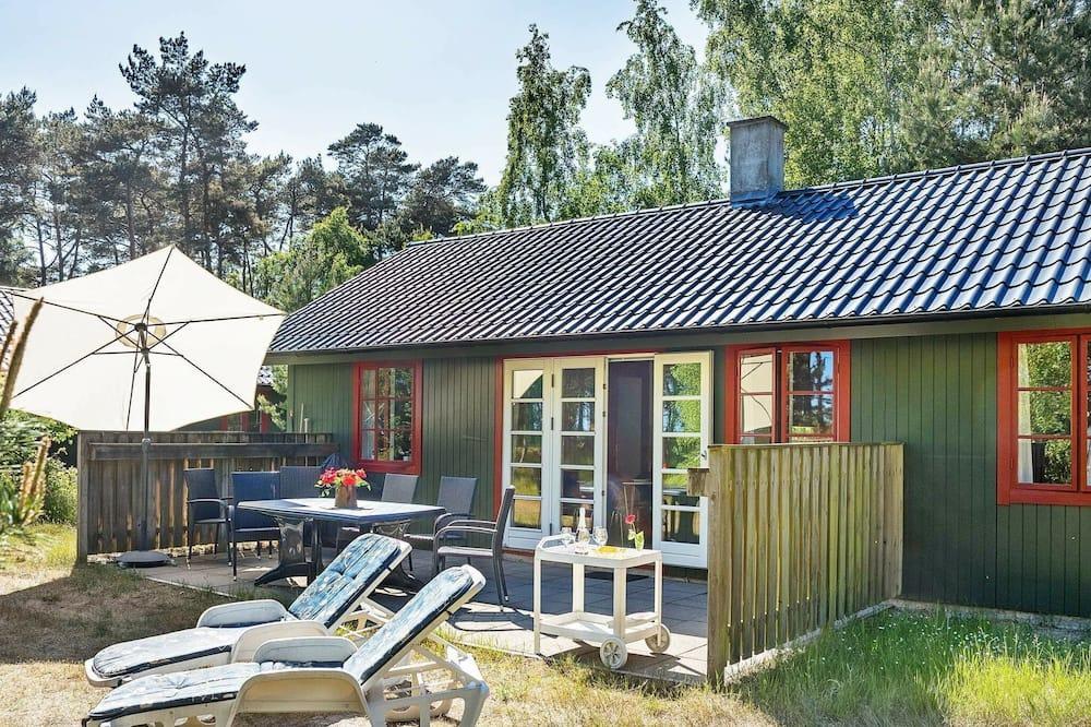 Charming Holiday Home in Nexø Near Sandy Beaches