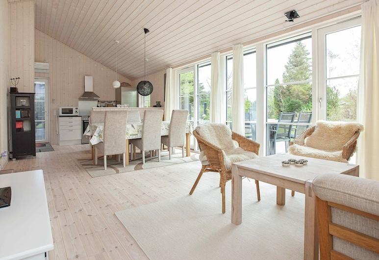Modern Holiday Home in Zealand Near the Sea, Asnaes, Sala de estar