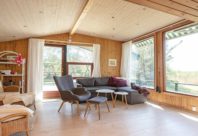Spacious Holiday Home in Højby With Terrace, Højby, Stue