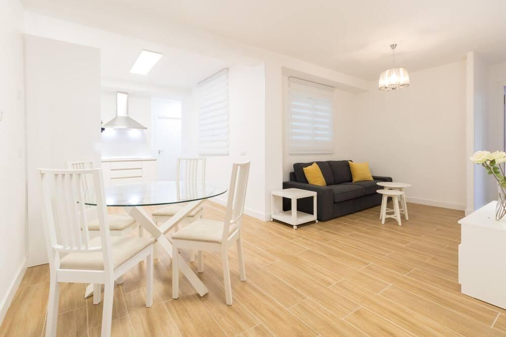 Single Room, 2 Twin Beds (#4 Priv Ensuite Room in Smart Apt eTH) - Living Room