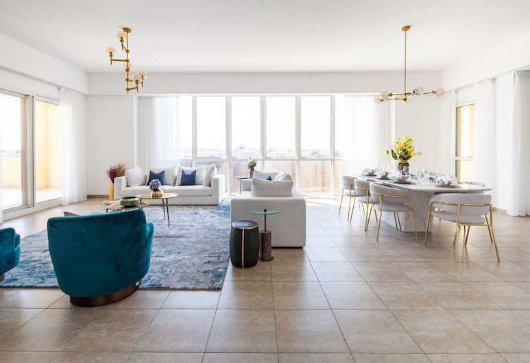 Distinctively Sophisticated 3BR Apartment in Palm Jumeirah, Dubai