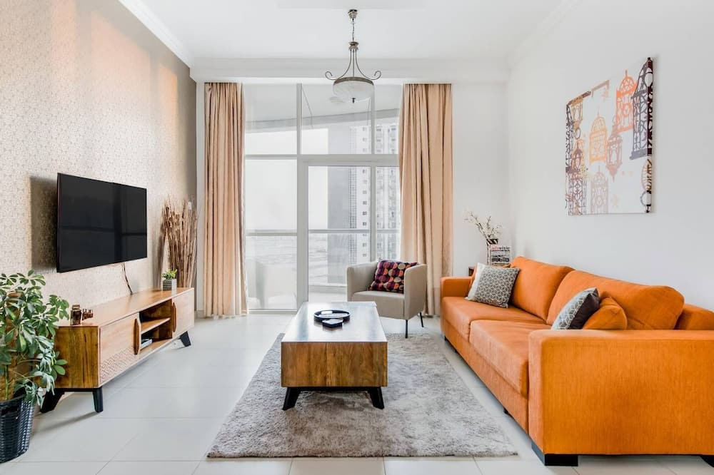 Business Bay Apartment With Balcony Views Near Downtown