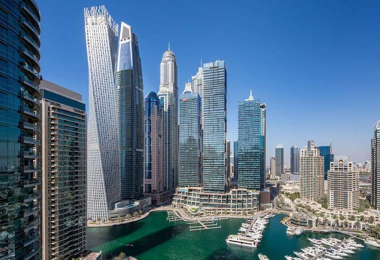Exquisite 3BR in Dubai Marina With Stunning Views!, Dubái
