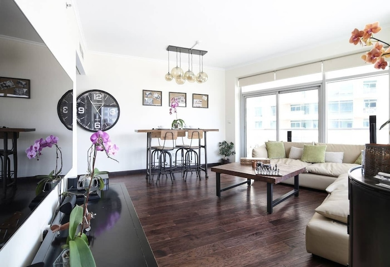 Cozy & Contemporary 2BR in Burj Views, Дубай