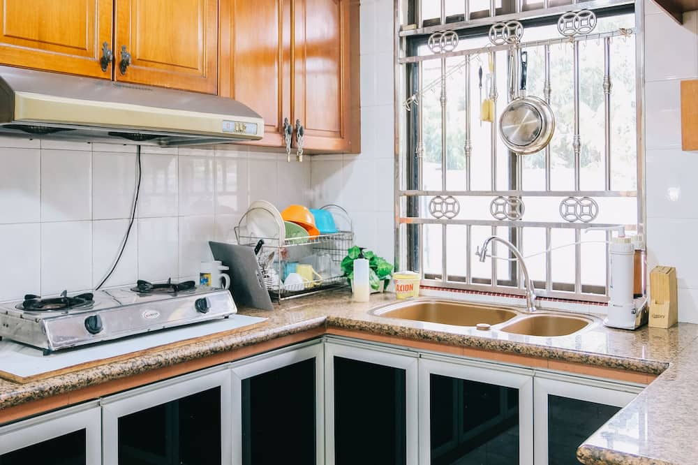 Clover Homestay Whole Unit - Shared kitchen