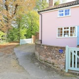Lovely Cottage in Shottisham, Close to the pub and not too far From the Coast