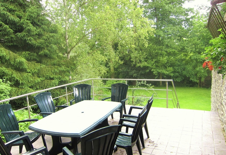 Lively Holiday Home in Viroinvlal With Garden, Viroinval, House, Balcony