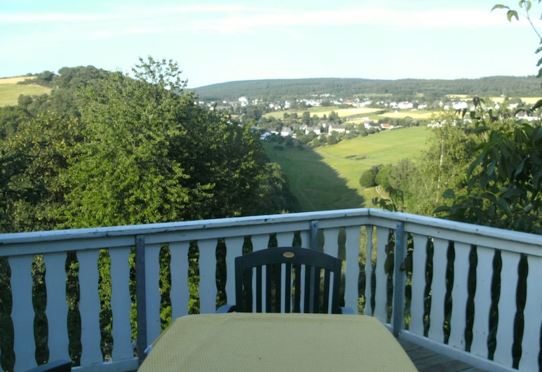 Spacious Apartment in Morbach With Garden, Morbach, Apartment, Balcony