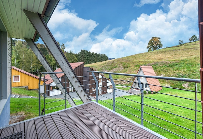 Rustic Holiday Home in the Hochsauerland With Balcony at the Edge of the Forest, Bestwig, Erkély
