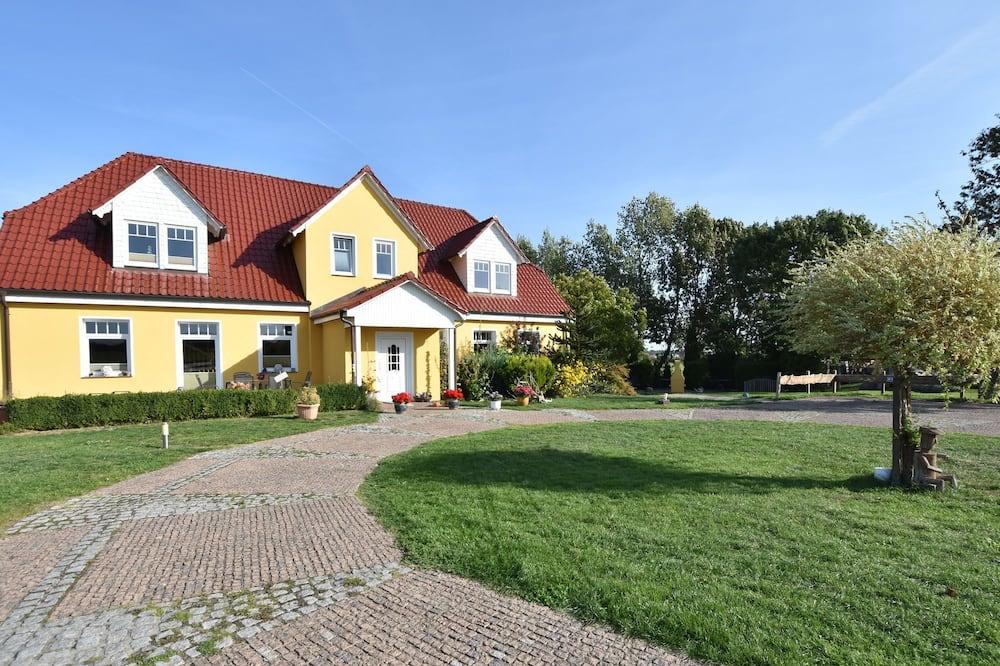 Homely Apartment in Kühlungsborn Near Seabeach, Kuehlungsborn