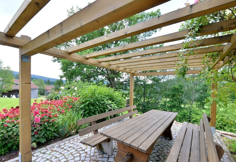 Quaint Apartment in Drachselsried Bavaria With Terrace, Drachselsried, Balcony