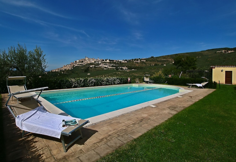 Agriturismo in the Hills, Private Terrace, Swimming Pool and Beautiful View, Trevi, 泳池