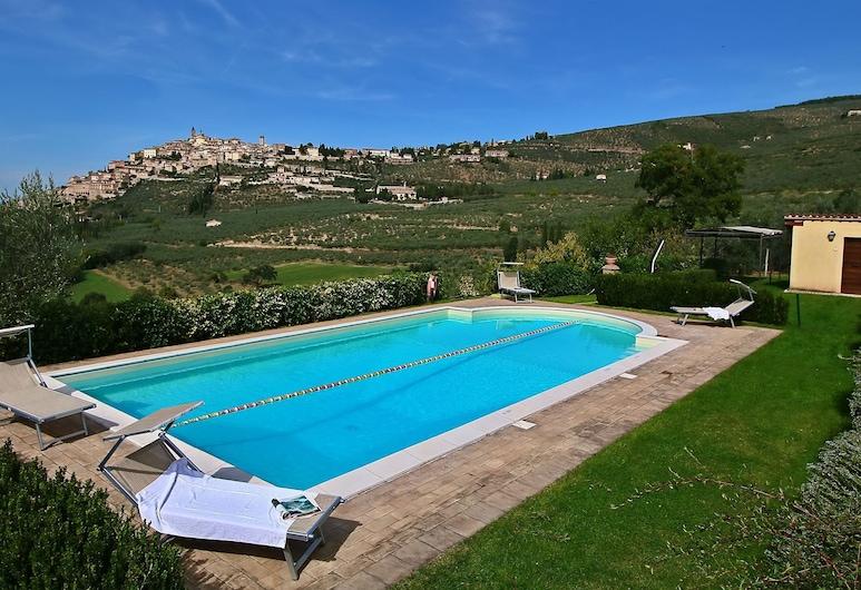 Quaint Farmhouse in Trevi With Swimming Pool, Trevi, Pool