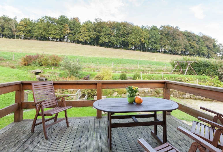 Charming Holiday Home in Hohnstein ot Lohsdorf With Terrace, Hohnstein, Parveke
