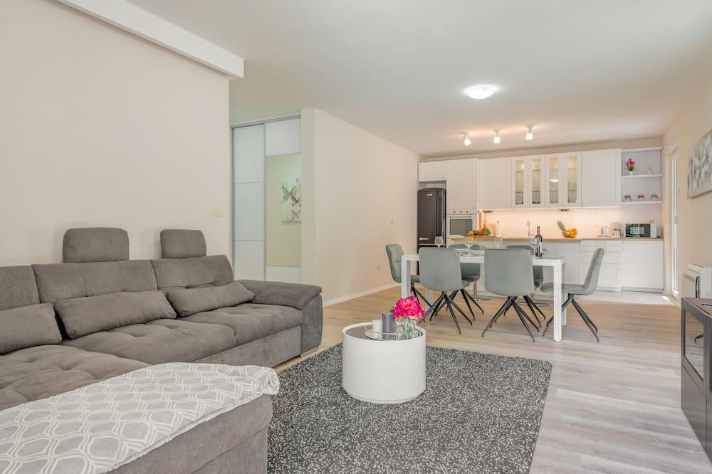 Luxury Apartment, 3 Bedrooms - Living Room