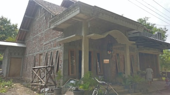 Picture of Arnymas Homestay in Bantul