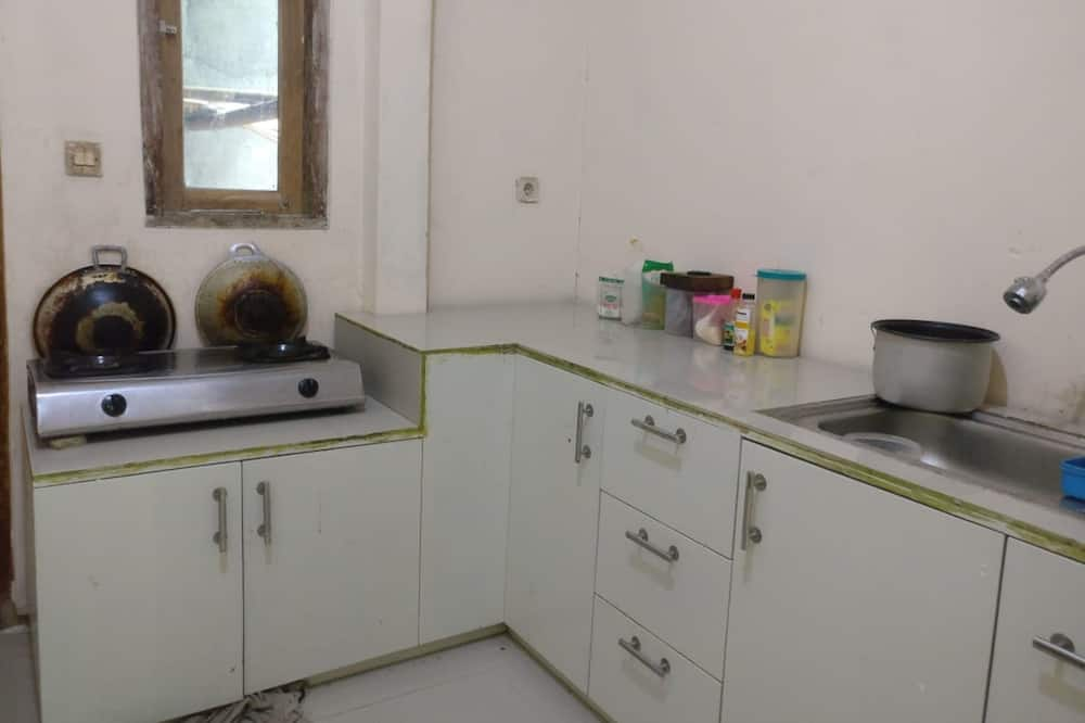 Shared Dormitory, Women only - Shared kitchen