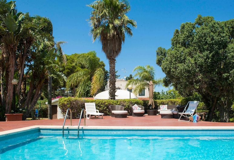 Una Scogliera sul Mare con Piscina by Wonderful Italy, 泰拉西尼, 室外泳池