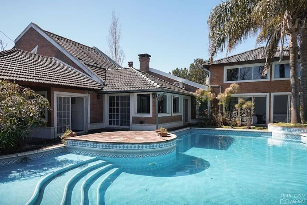 Beautiful house y Pilar Country. Near Austral Hospital. Pool. Sauna, jacuzzi.