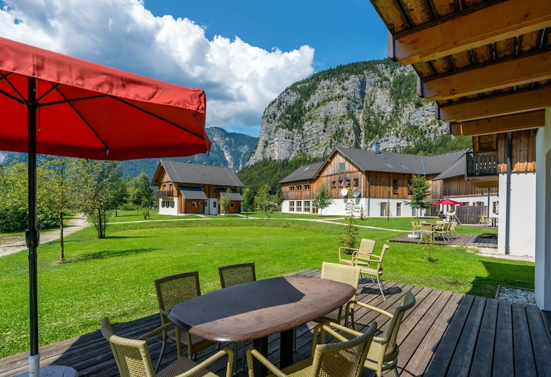 Luxury Chalet in Obertraun With Swimming Pool, 上特勞恩, 露台