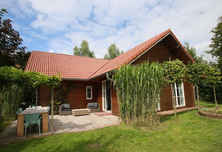 Cozy House With a Sauna and hot tub Surrounded by Nature, Stadskanaal