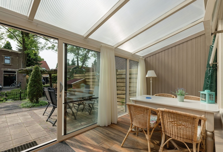 Unique Holiday Home With Jetty in Enkhuizen, Enkhuizen, Balkon