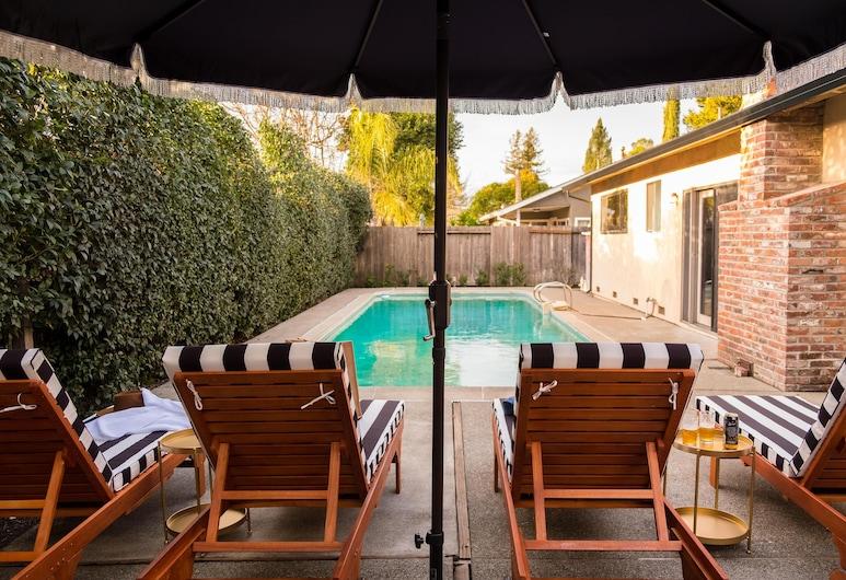 Marigold - Warm & Stylish Home in Wine Country w Pool, 聖羅莎, 獨棟房屋, 多張床 (Marigold - Warm & Stylish Home in Win), 游泳池