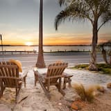 House, Multiple Beds (Kokomo - Bayside Getaway w Spa, Fire ) - Beach