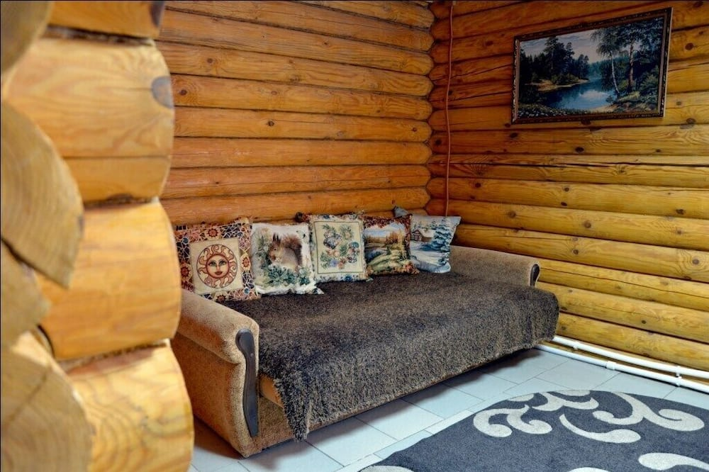 Cottage (Bear's lair) - Living Room