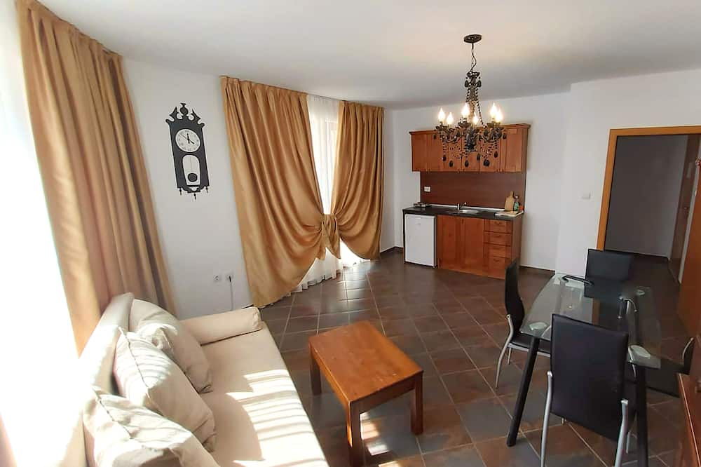 Classic Apartment, 1 Bedroom, Balcony - In-Room Dining