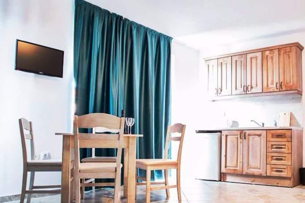 Classic Apartment, 1 Bedroom, Balcony - Living Room