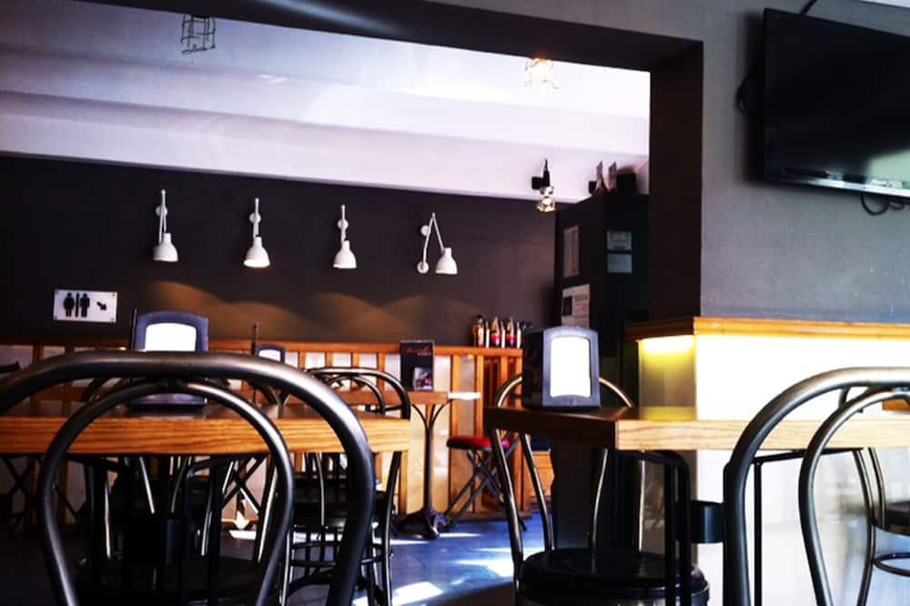 Viesnīcas bārs