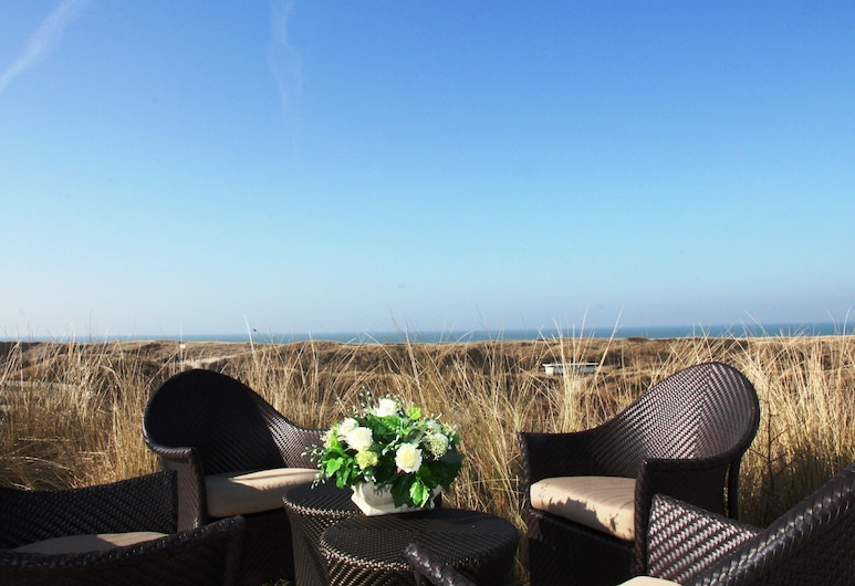 Luxurious Holiday Home With Billiards Table and Sauna, Atop the Dunes in De Koog, De Koog, Altan