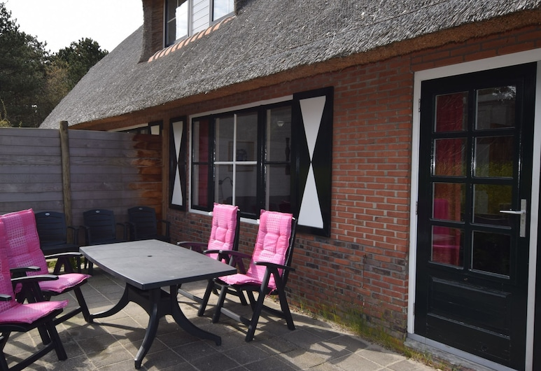 Charming Holiday Home in Vlieland Frisian Near Forest, Vlieland, House, Balcony