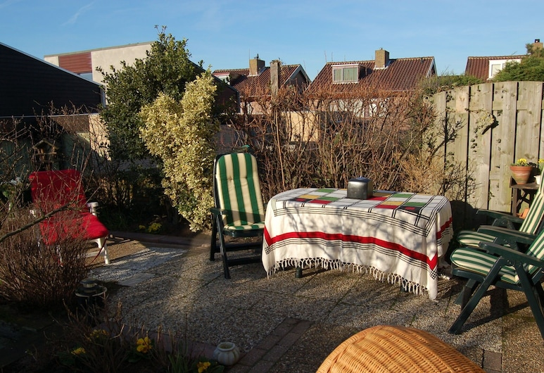 Wonderful Holiday Home in South Holland Near Sea, Noordwijk, Garden