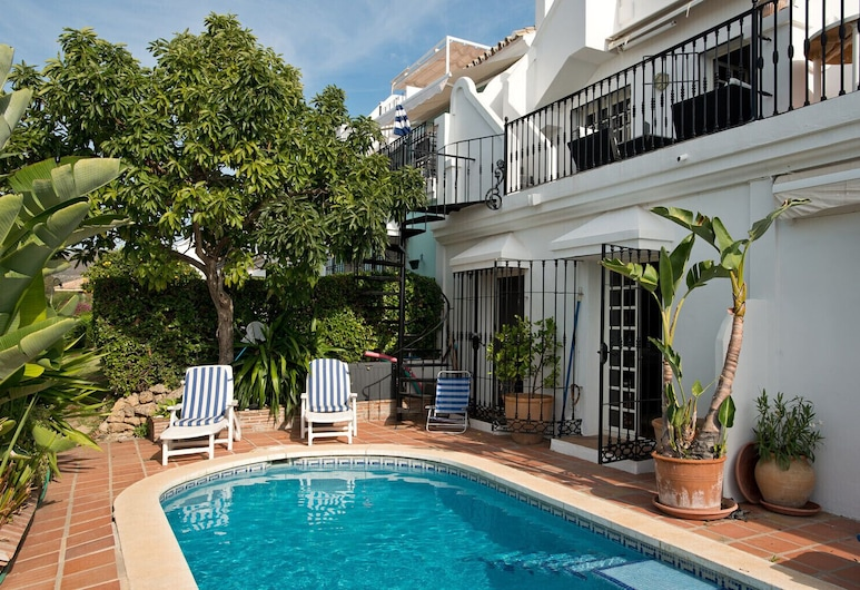 AP149 -Townhouse with pool and roof terrace, Marbella