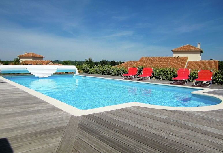 Luxury Villa With Private Pool Overlooking a Challenging 18-hole Golf Course, Rouzede, 泳池