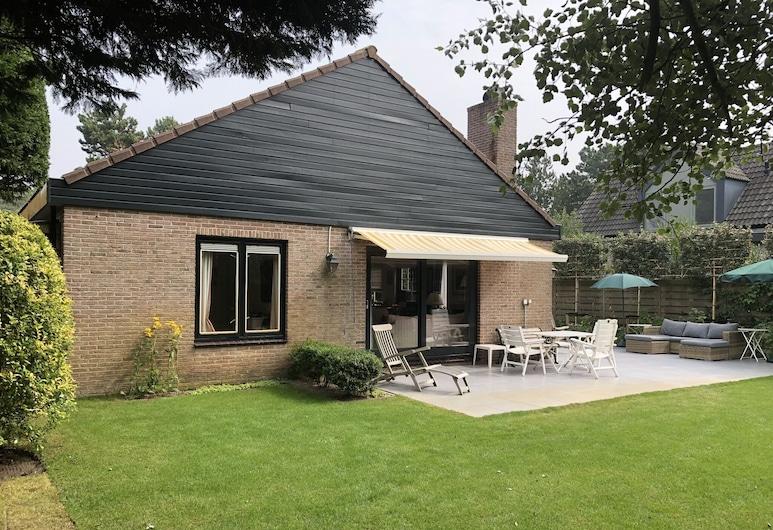 Lovely Holiday Home in Bergen aan Zee With Terrace, 卑爾根安基爾