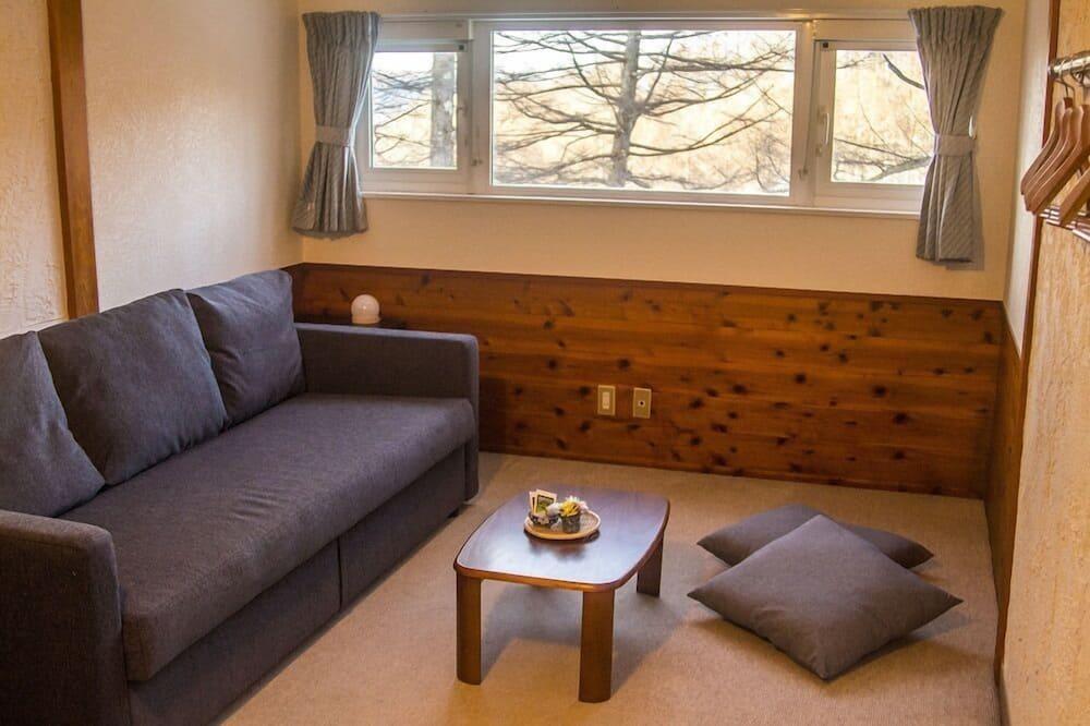 Deluxe Ensuite - Living Room