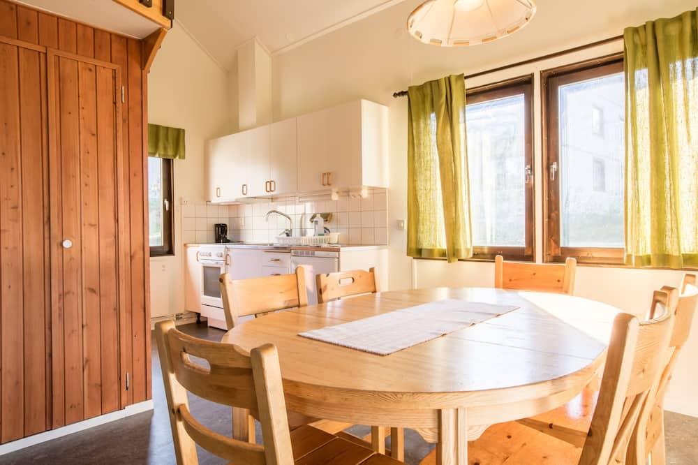 Standard Cabin, 2 Bedrooms (6 Beds) - In-Room Dining