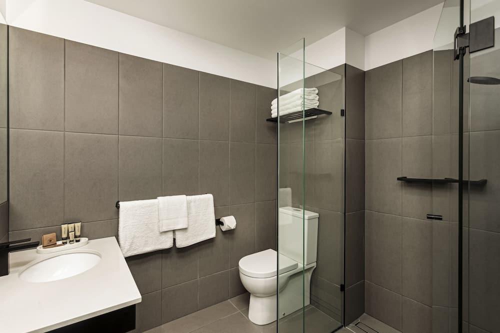 ห้องสแตนดาร์ด, เตียงควีนไซส์ 2 เตียง - ห้องน้ำ