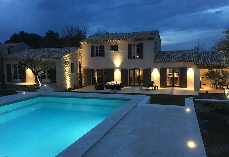 Beautiful Villa With air Conditioning, Large Private Swimming Pool and Near St. Remy-de-provence, Eyragues, Exterior