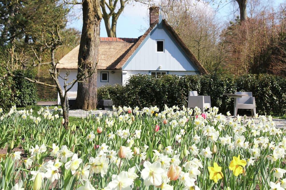 Romantic Farmhouse in Bergen, Near the Forest